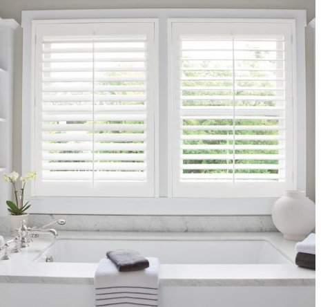 polywood venetian blinds in bathroom